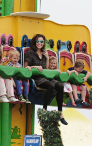 ©BAUER-GRIFFIN.COM Liv Tyler, going through a divorce from her husband Royston Langdon, takes some time to have fun with her son Milo (b. Dec. 14, 2004) at Pacific Park on Santa Monica Pier. Mother and son go on two rides and walk around for a bit with the nanny. EXCLUSIVE June 04, 2008 Job: 80604J6 Santa Monica, California www.bauergriffin.com www.bauergriffinonline.com