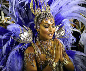 Actress Juliana Paes parades as the Drum Queen of the Viradouro samba school during the first of two nights of Carnival competition between the premier league of schools in Rio de Janeiro, February 18, 2007. REUTERS/Jorge Silva (BRAZIL) BRAZIL/
